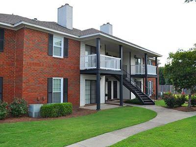 Exterior of Halcyon Park Apartments in Montgomery, AL