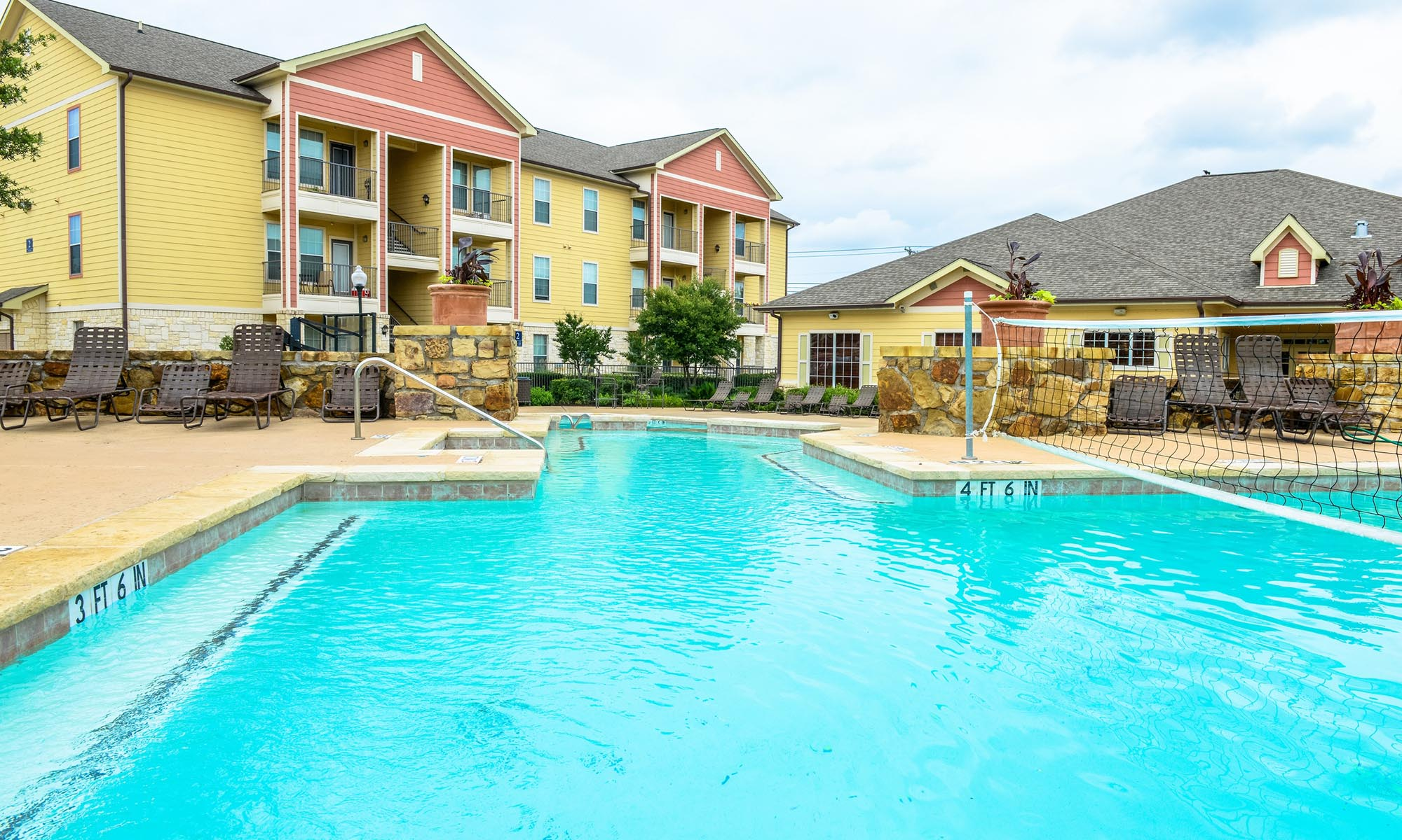 Apartments for rent in Killeen have a wonderful pool