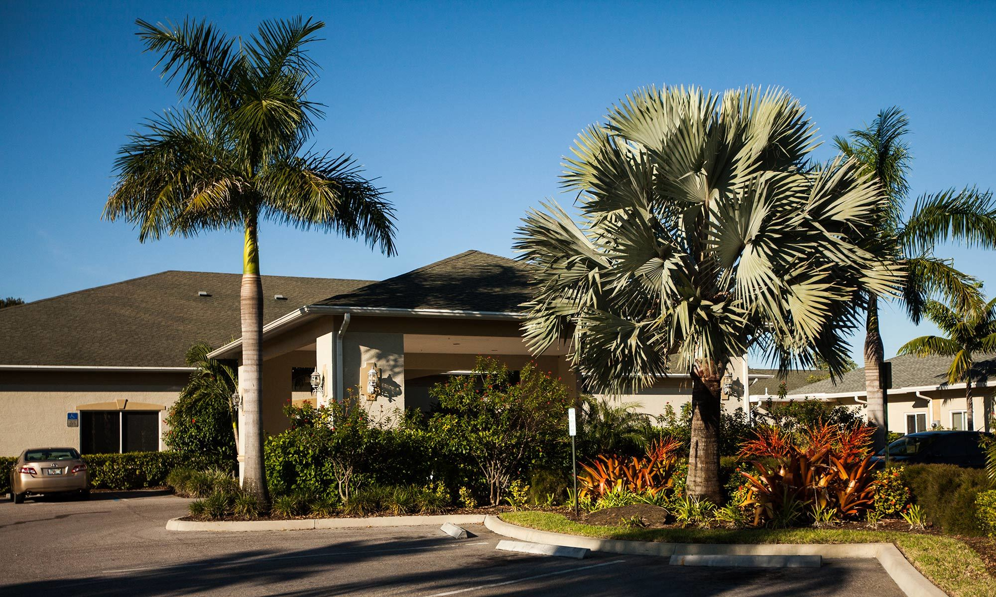 Senior living community in Fort Pierce has a clean exterior building