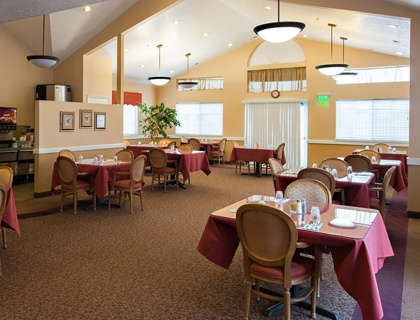 Elegant dining area in Draper senior living.