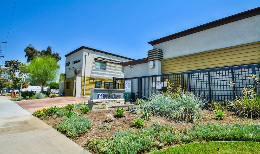 Beautiful Golden State Storage facility in Santa Fe Springs