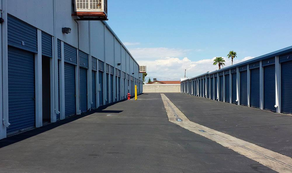 self storage in las vegas nevada with wide aisles