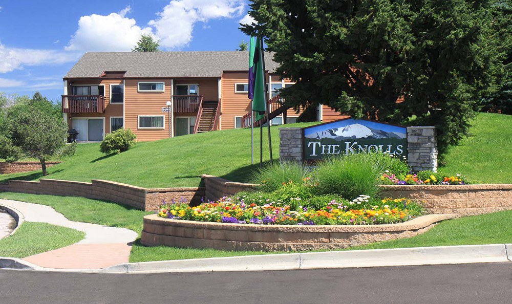 welcome sign at The Knolls at Sweetgrass Apartment Homes