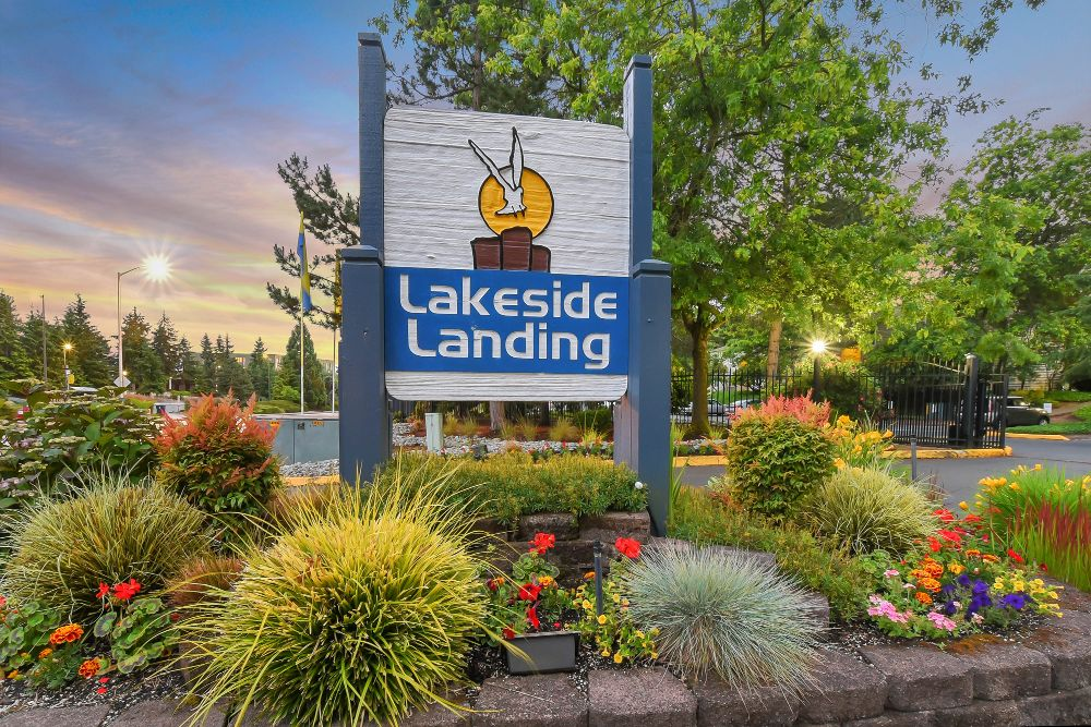 Welcome to Lakeside Landing Apartments