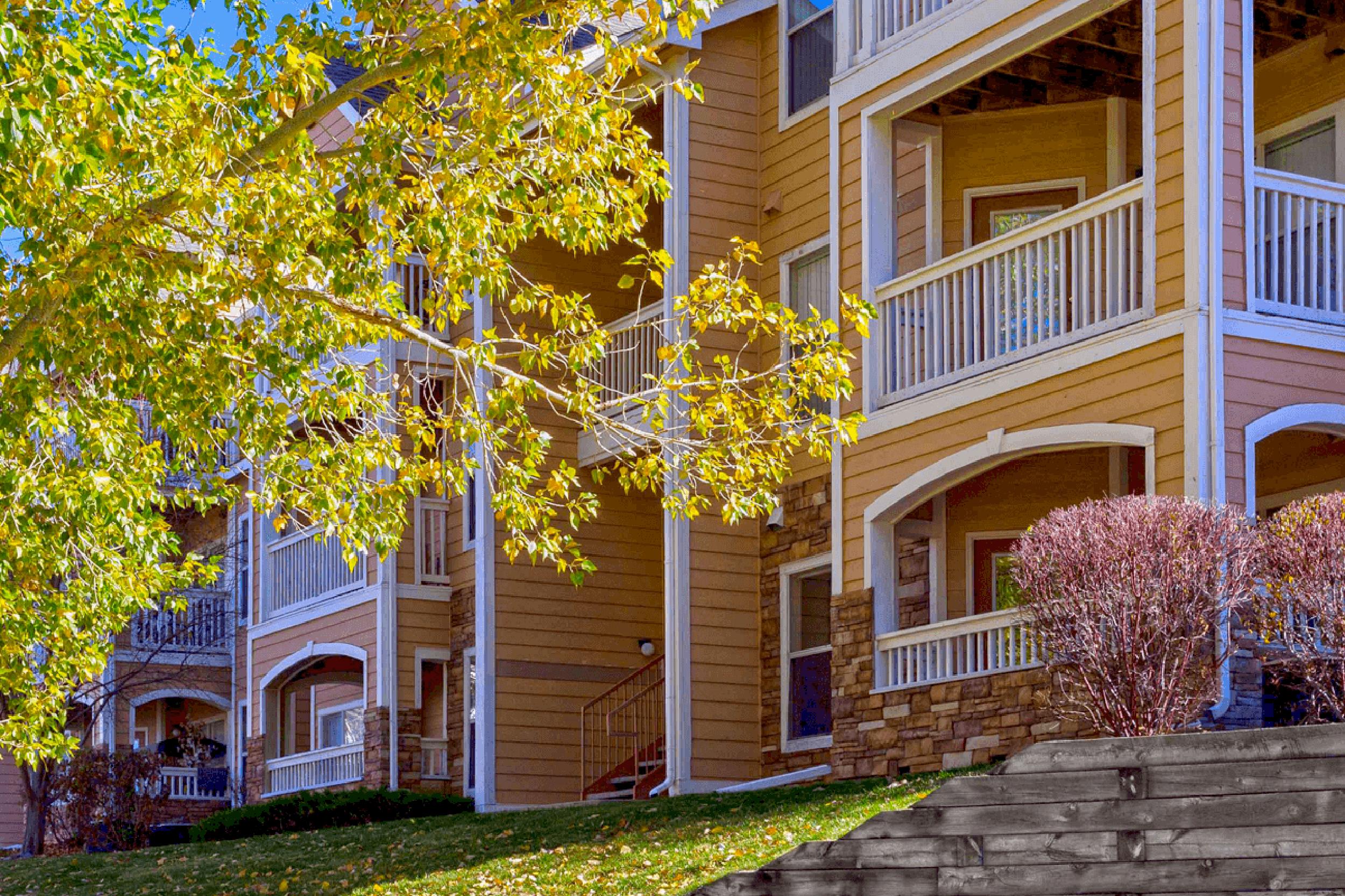 Colorado apartments Courtyard and Exterior