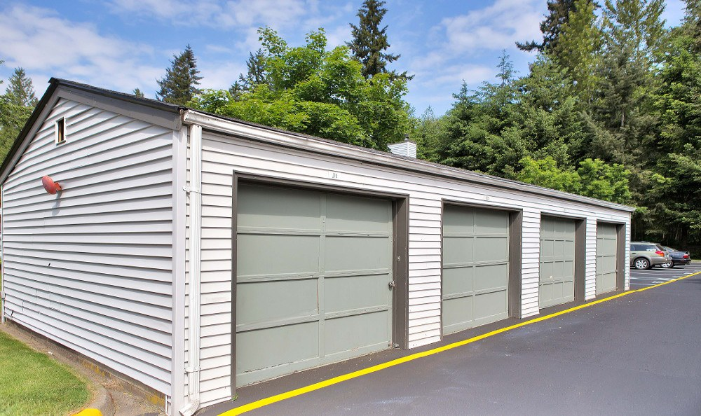 garages available at bradford park apartments