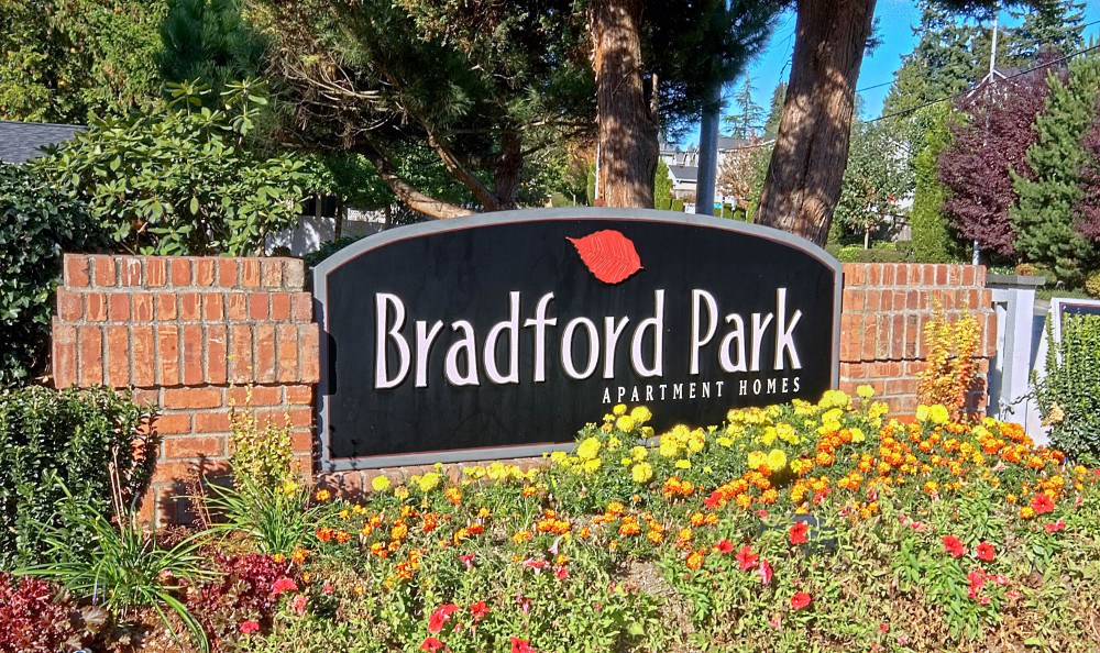 welcome sign at Bradford Park Apartments