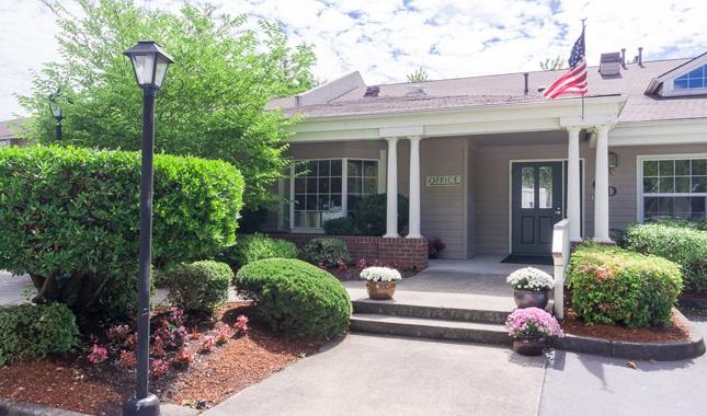 Entrance of Farmington Square Beaverton, senior living in Beaverton, OR