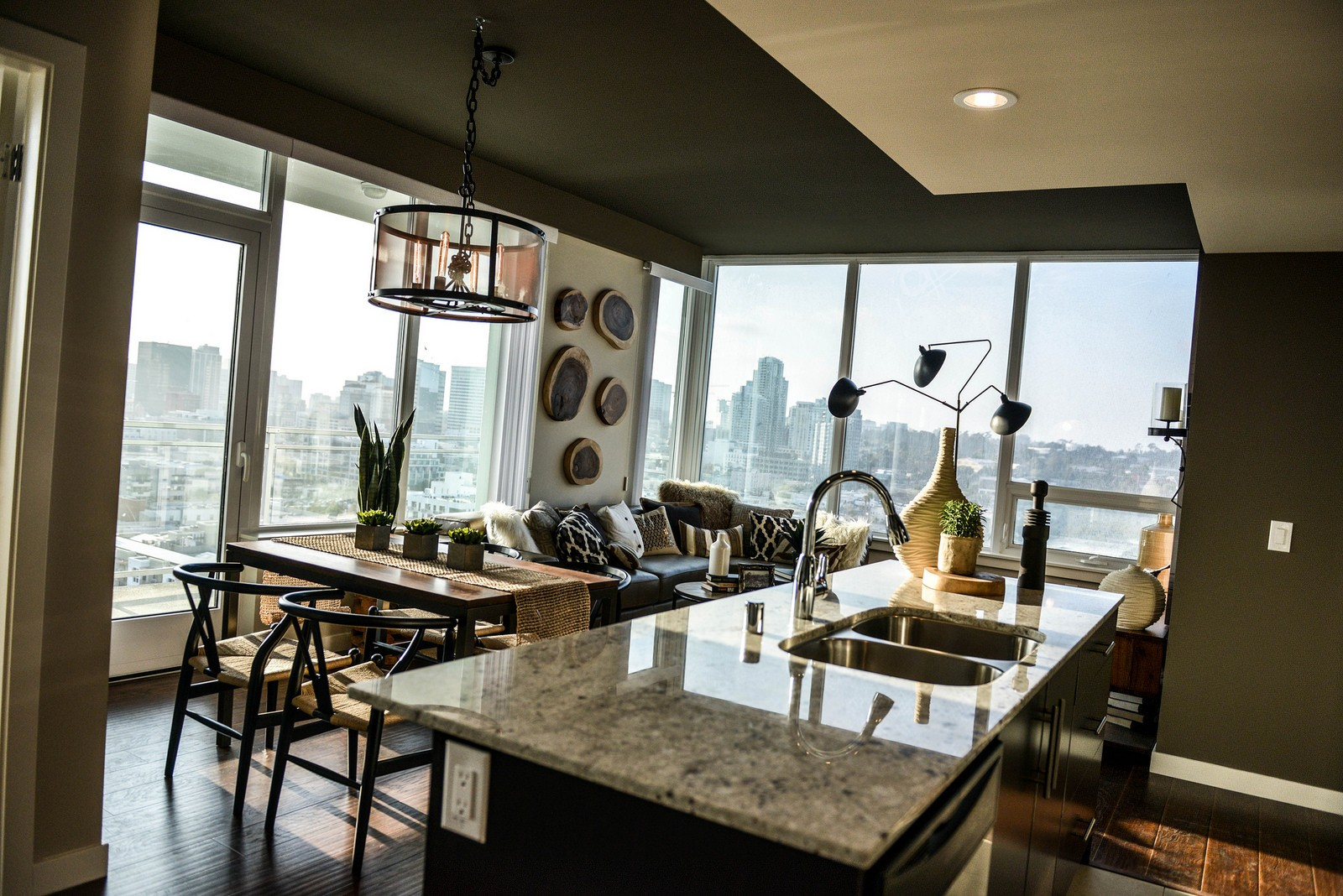 Kitchen In 2 Bedroom Apartment At Pinnacle On The Park In San Diego, CA