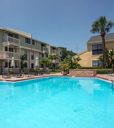 Clear blue pool at Bay Oaks in Tampa