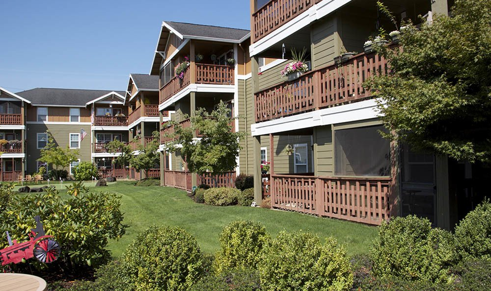 Explore your beautiful new backyard at our senior living in Milwaukie, OR