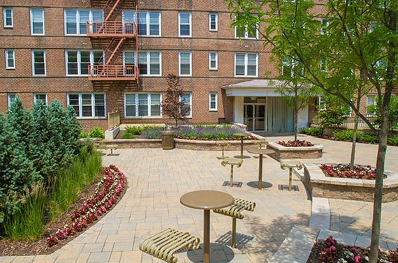 Parktowne Apartments Courtyard in Highland Park, NJ