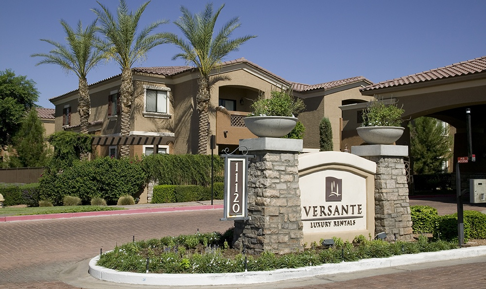 Versante Luxury Rentals entrance