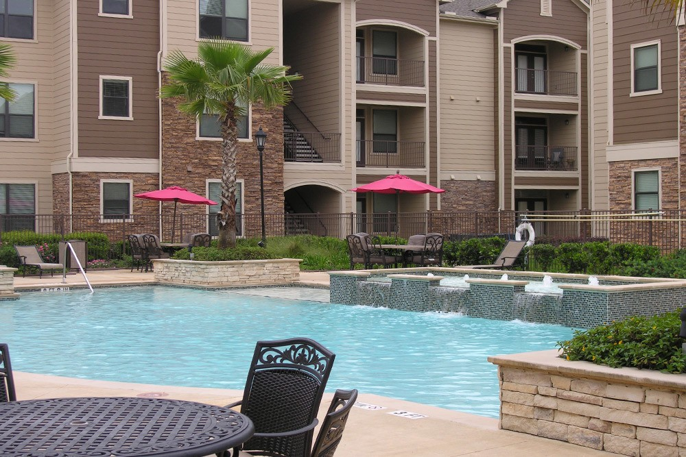 Poolside at The Oaks at Northpointe