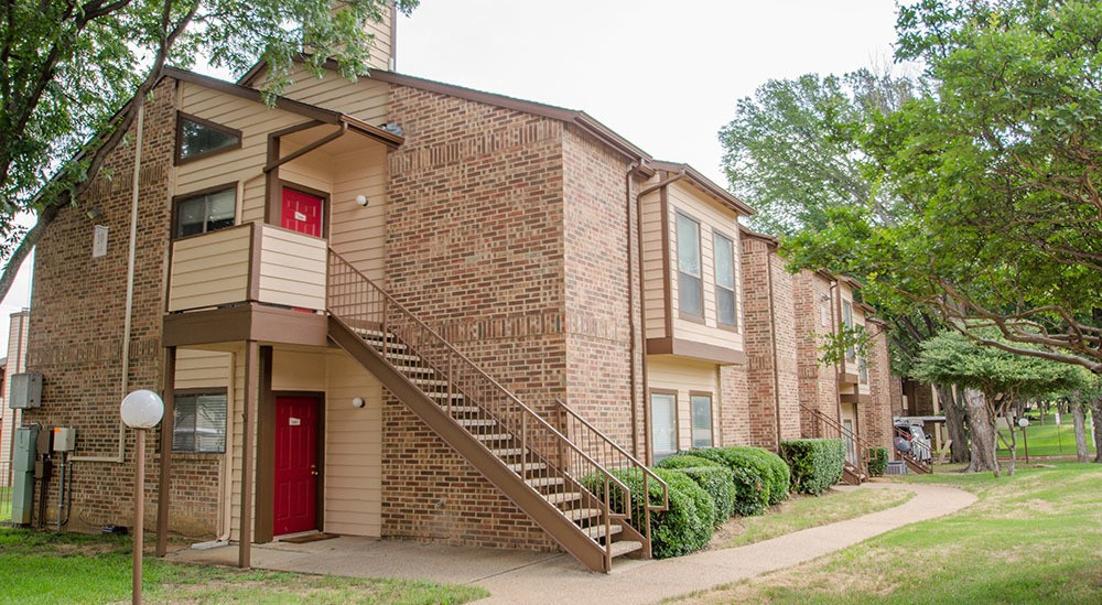 Exterior of our apartments for rent in Grapevine