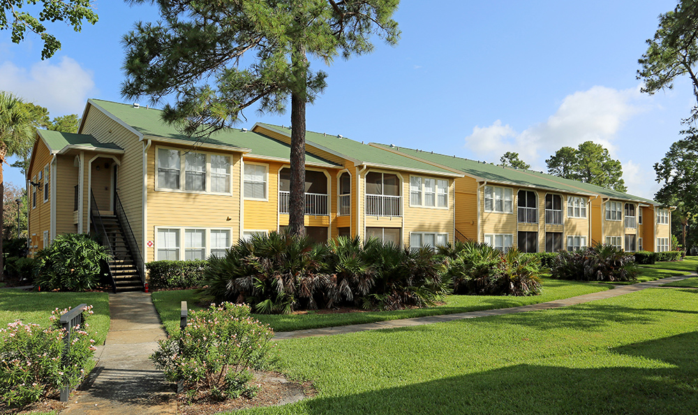 Exterior views of apartments in Orlando