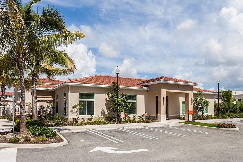 The grounds here at Advenir at Biscayne Shores are extremely well maintained