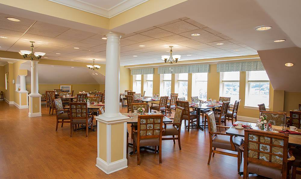 Dining at senior living in CT
