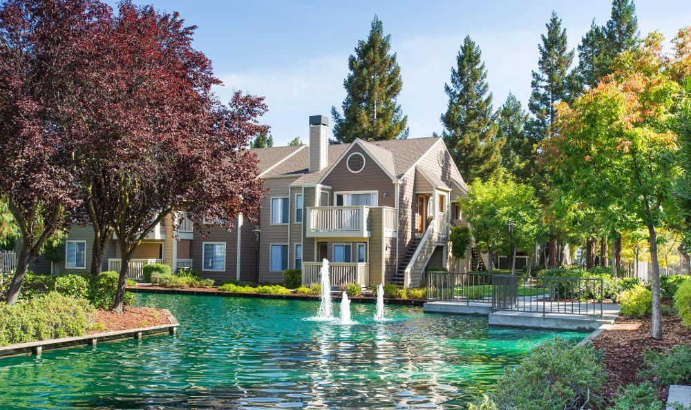 Beautiful landscaping at apartments in San Ramon, CA