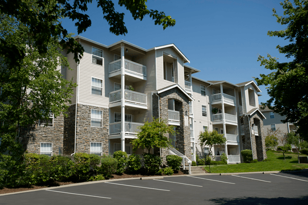 Well landscaped yards at the apartments for rent in Sammamish