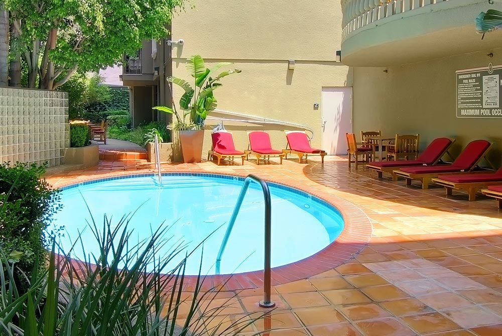 Apartments in Los Angeles features a pool