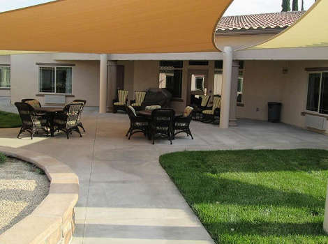 Courtyard at Blossom Grove Alzheimer's Special Care Center in Redlands