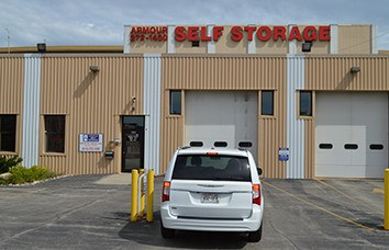 Photo links to our Armour Milwaukee Armour Self Storage location.