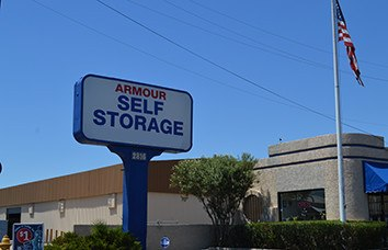 Photo links to our Armour Phoenix 2816 Armour Self Storage location.