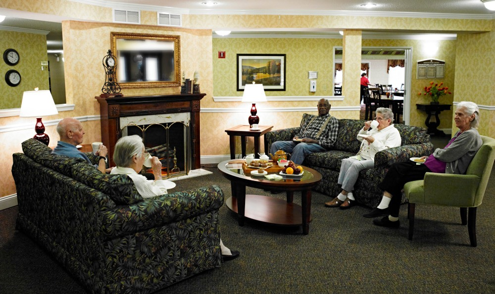 Enjoy the Company of others At Senior Living in Clinton Township, MI