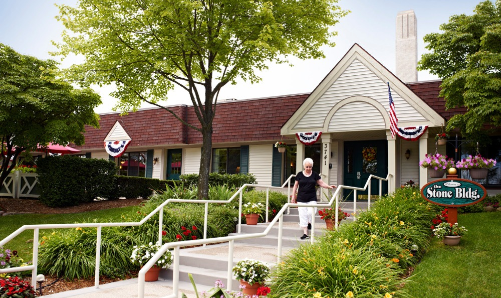 Exterior Of Senior Living in Rochester Hills, MI