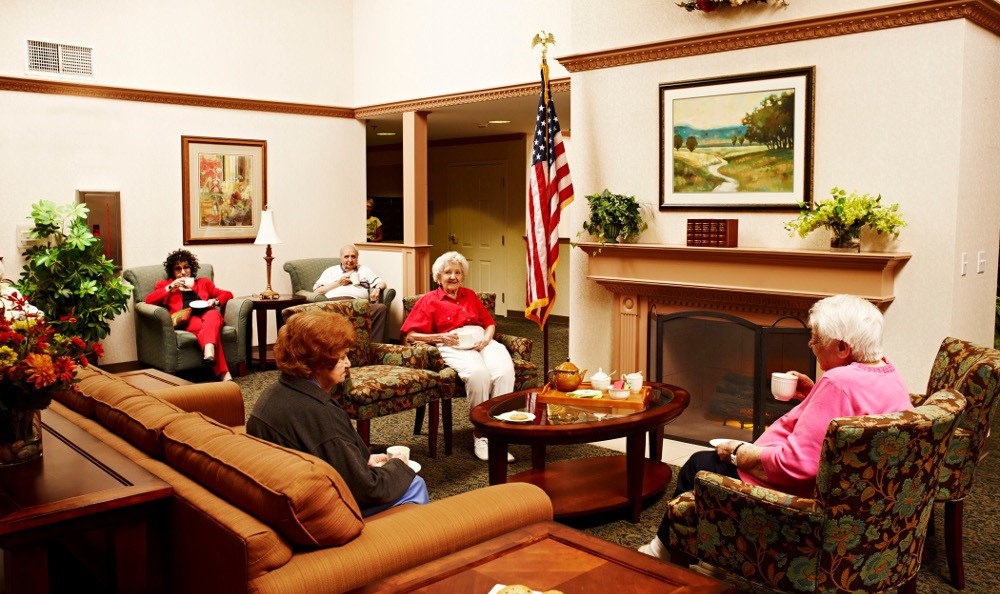 Enjoy Time with Friends At Senior Living in W Bloomfield, MI
