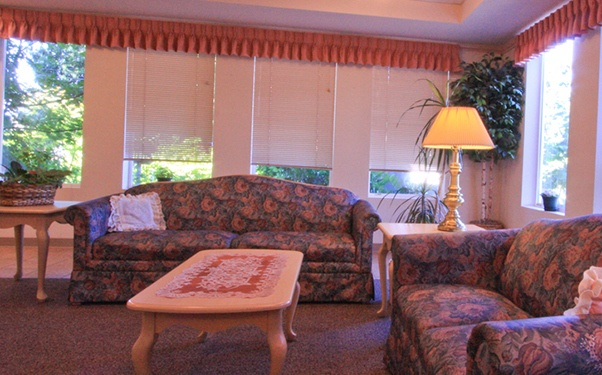 We have plenty of warm and cozy common areas at Regency Everett Rehabilitation and Nursing Center in Everett, WA.