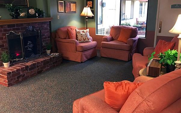 We have plenty of warm and cozy common areas at Regency Auburn in Auburn, WA.