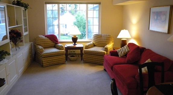 Senior living in Oak Harbor, Washington includes reading areas