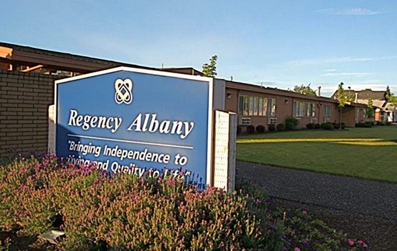 The common areas and landscaping at Regency Albany in Albany, Oregon, are very well maintained.