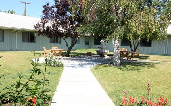 Courtyard at our senior living community in Hermiston, OR