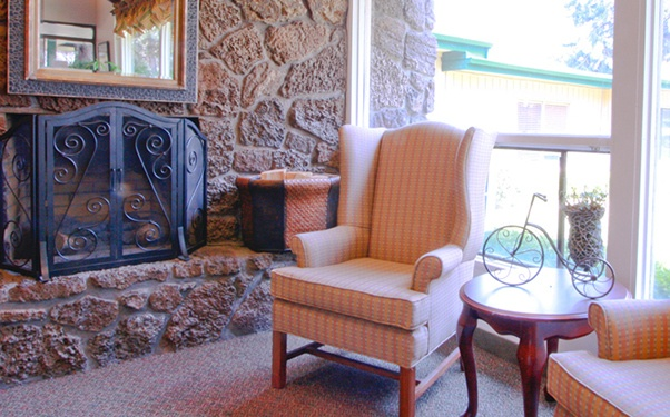 We have plenty of warm and cozy common areas at Pilot Butte Rehabilitation Center in Bend, OR.
