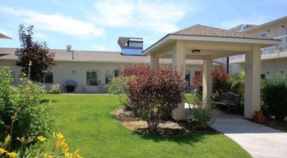 Exterior of our senior living community in Hermiston, Oregon.