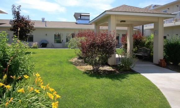 Exterior to senior living in Hermiston, Oregon