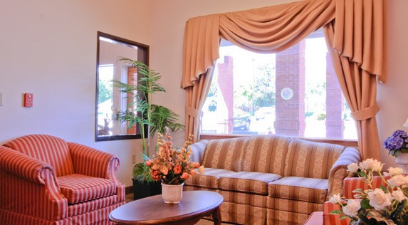 Relax in the lounge at our senior living community in Hermiston, Oregon.