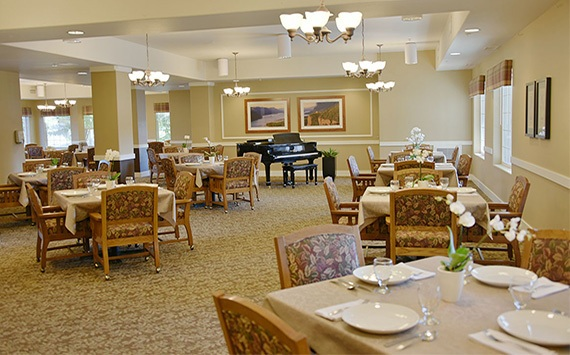 community dining room at Fox Hollow Independent and Assisted Living