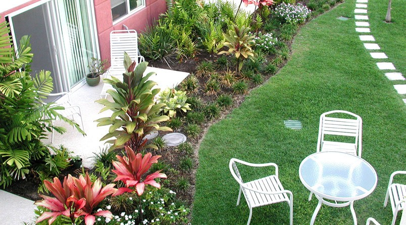 Garden patio at senior living in Kailua-Kona, Hawaii