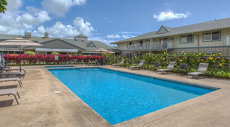 Lounge by the pool at our Lihue, Hawaii, senior living community.