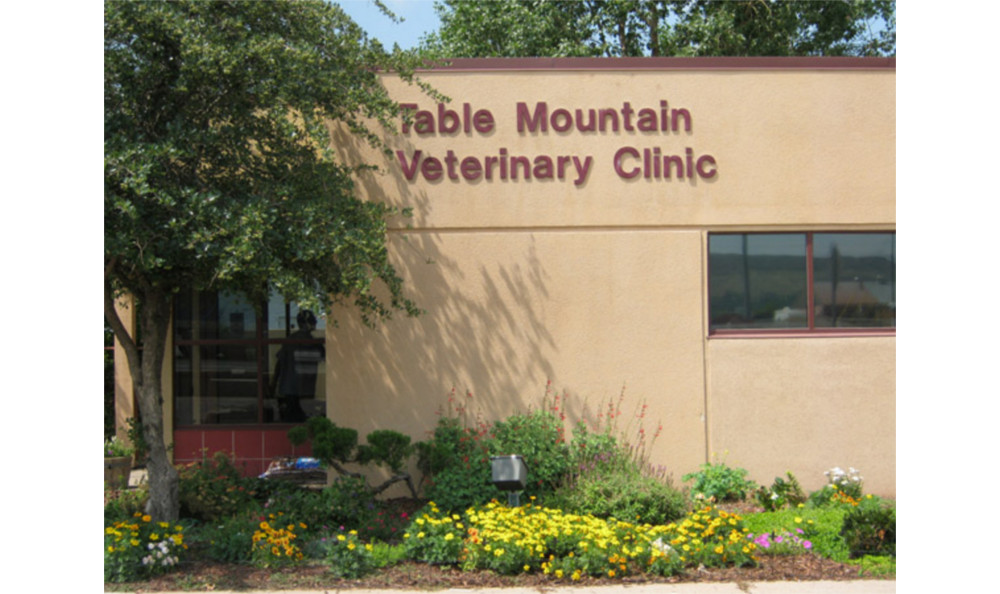 Exterior of Table Mountain Veterinary Clinic
