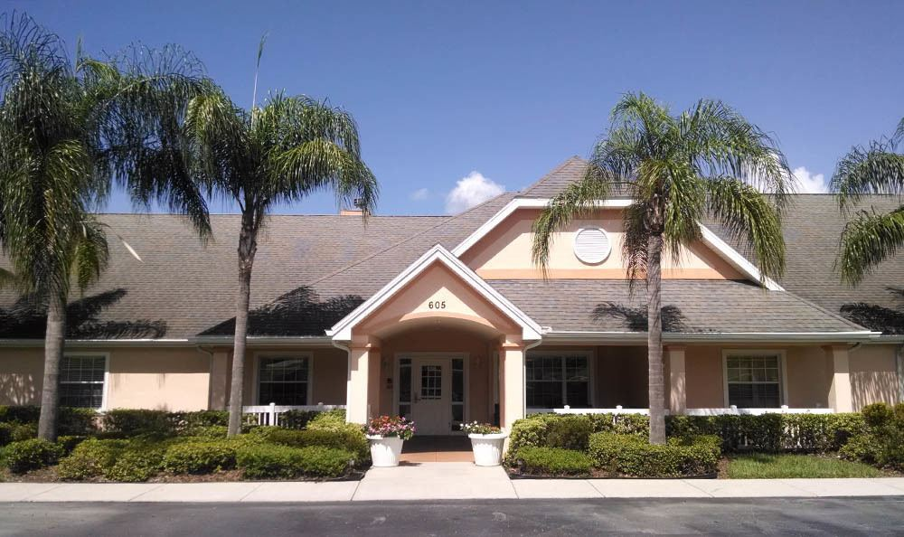 Exterior views of senior living in Lakeland