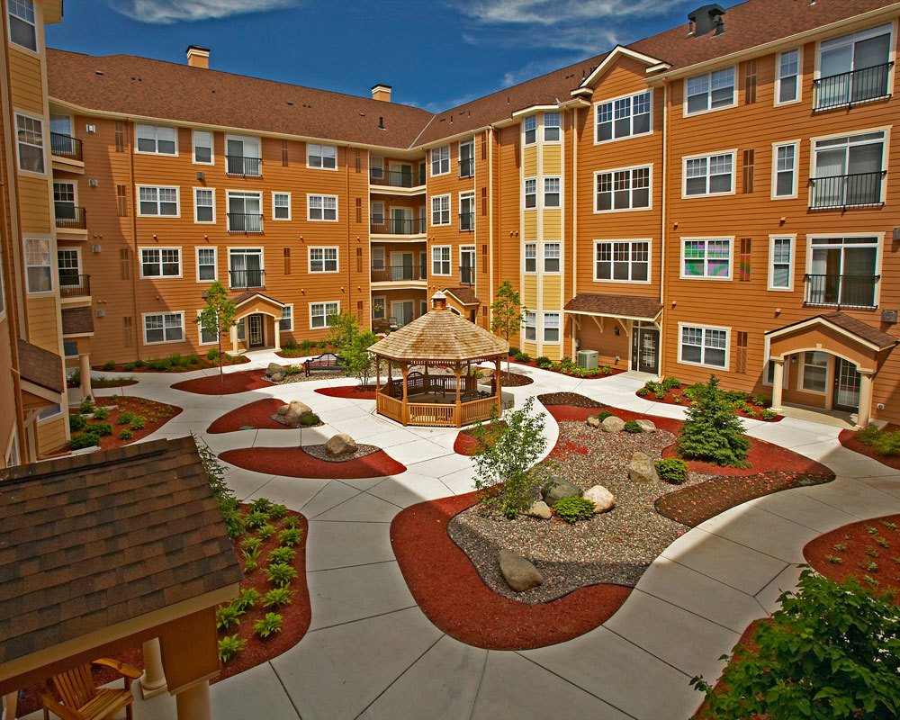 Large courtyard at City Walk at Woodbury