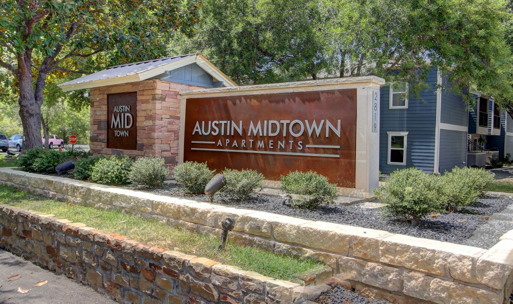 Monument sign at Austin Midtown Apartments in Austin, TX
