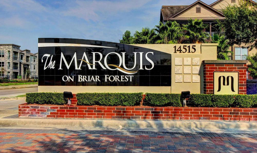 entrance sign at apartments Marquis on Briar Forest in Houston