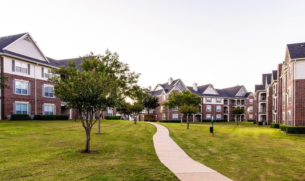 Exterior view of apartments at Marquis at Silver Oaks in Grapevine, TX
