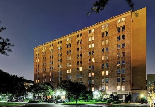 Exterior view of apartments at The Marquis Lofts at Hermann Park